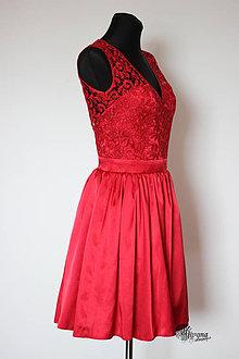 2c02930d644d Šaty - Červené koktejlové šaty Lístie s kruhovou sukňou - 4288368
