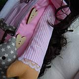 Bábiky - Alica v skladanej sukničke s koníkom - 4308351_