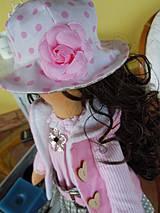 Bábiky - Alica v skladanej sukničke s koníkom - 4308352_