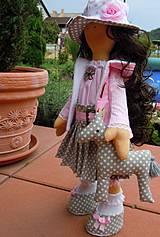 Bábiky - Alica v skladanej sukničke s koníkom - 4308358_