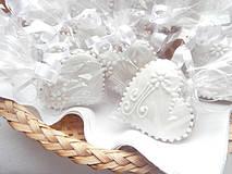 Darčeky pre svadobčanov - Medovníkové Svadobné srdiečko malé, 5 cm - 4336086_