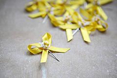 Pierka - Žlté svadobné pierka pre hostí - 4334896_