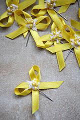 Pierka - Žlté svadobné pierka pre hostí - 4334897_