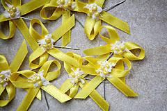 Pierka - Žlté svadobné pierka pre hostí - 4334898_