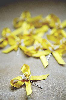 Pierka - Žlté svadobné pierka pre hostí - 4334895_