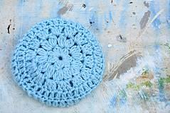 Detské čiapky - Háčkovaná čepička-modrá s kvítky - 4367301_