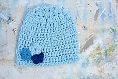 Detské čiapky - Háčkovaná čepička-modrá s kvítky - 4367302_