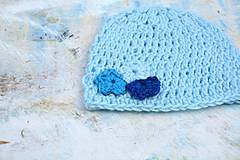 Detské čiapky - Háčkovaná čepička-modrá s kvítky - 4367303_