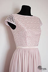 - Spoločenské šaty s krajkovým vrškom a rukávikom  - 4386363_
