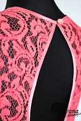 Šaty - Lososové šaty so slzou na chrbáte - 4386733_