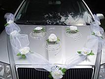 Výzdoba na auto s 3 ružami v strede