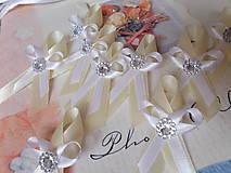 Pierka - maslovobiele pierko - 4413389_