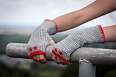 Rukavice - Šedo červené rukavice s gombíkmi - 4429652_