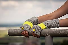 Rukavice - Prúžkované žlto šedé s gombíkom - 4446344_