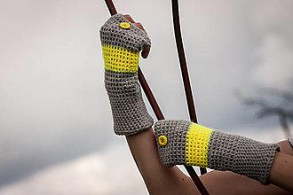 Rukavice - Prúžkované žlto šedé s gombíkom - 4446345_