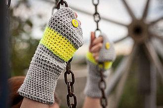 Rukavice - Prúžkované žlto šedé s gombíkom - 4446347_
