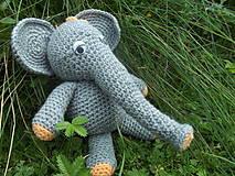 Hračky - Slonia pohodička na tráve - 4466732_