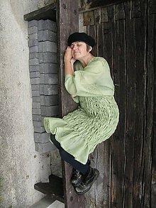 Tehotenské oblečenie - húsenička neznámeho motýľa - 4474177_