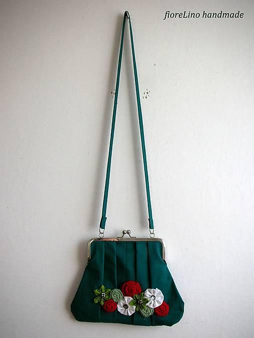 tmavozelená taška s kvetmi