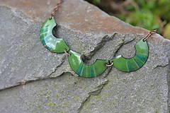 Náhrdelníky - houpačky zelené tmavé - 4472435_