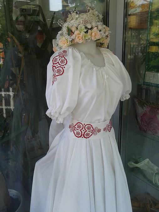 Folk svadobné šaty s červeným srdcom ...
