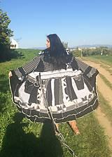 LEL white-black sveter