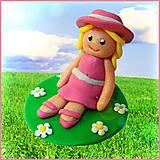 Dekorácie - Dievča v klobúčiku na lúke - 4509104_