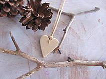 Náhrdelníky - Béžové prírodné srdce - 4513309_
