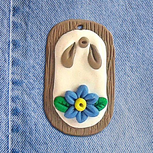 Rifľový kvet na dreve