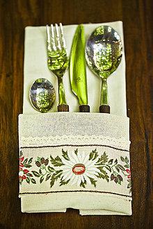 Úžitkový textil - Servítka s ľudovým vzorom - 4534279_
