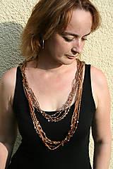 Náhrdelníky - Háčkovaný náhrdelník s korálky-hnědý - 4544505_