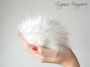 Materiál ručne robený - brmbolec z umelej kožušiny maslový 17cm - 4559870_