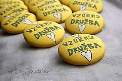 Svadobné odznaky žlté