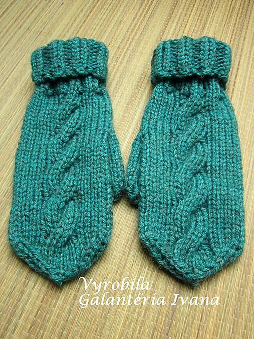 a2f3d3ab1b1 Dve klasické pletené rukavice tyrkysové s vypleteným vzorom ...