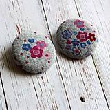 - Buttony gombíky Kvietky v sivej 38 mm - 4565740_