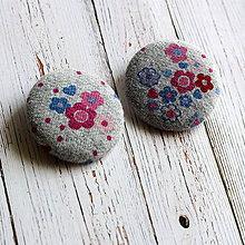 Materiál ručne robený - Buttony gombíky Kvietky v sivej 38 mm - 4565740_