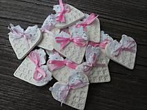Darčeky pre svadobčanov - srdiečko pre hostí s krajkou/zdobené - 4575601_