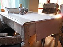 štóla na stôl 40x140 cm snehovo -biela so strieborným vzorom