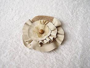 Odznaky/Brošne - Brošňa kožená, kvieťa parádne - 4619830_