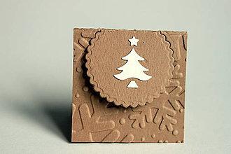 Papiernictvo - Vianočné menovky - hnedá so stromčekom - 4624527_