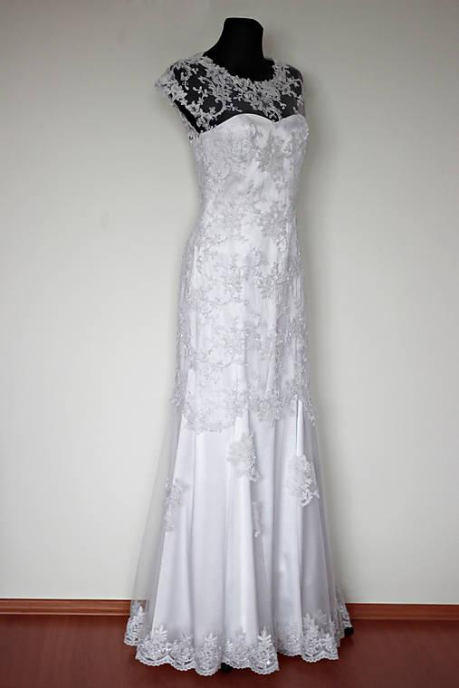 Svadobné šaty z korálkovej tylovej krajky   Dyona - SAShE.sk ... c094b81d739