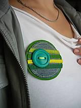 Odznaky/Brošne - Zalené pásiky s gombíkom... - 4636537_