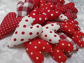 Darčeky pre svadobčanov - Malé červeno- biele mix srdiečká - 4650026_