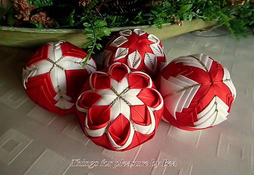 4cdc625e0 Vianočná dekorácia červené gule - sada 4 ks patchwork / ByBea ...