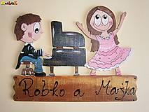 Menovka - klavirista a tanečnica