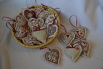 Dekorácie - folklórne vianočné srdiečka - 4691540_