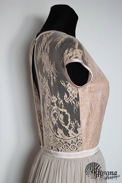 Spoločenské šaty v púdrových farbách z francúzskej krajky   Dyona ... 36bd8ee033