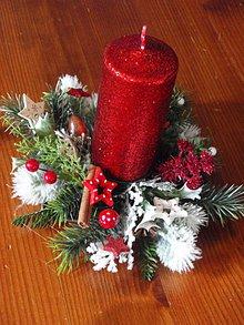 Svietidlá a sviečky - Červený svietnik so sviečkou - 4690606_