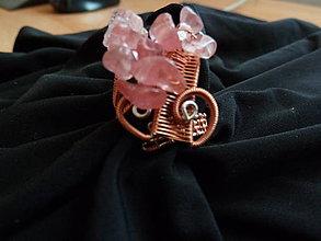 Prstene - Ružová sa s nami zahráva - 4704805_