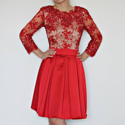 Spoločenské šaty z korálkovej krajky rôzne farby